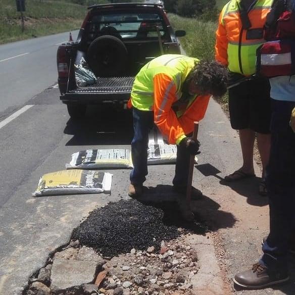 RNW Road Gang Fixes Potholes